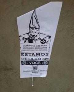 Ku Klux Klan - Panfletos com alusão a ideologia do KKK apareceram em Niterói