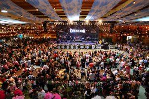 Festas Tradicionais do Brasil - A Oktoberfest Blumenau é uma das maiores do mundo