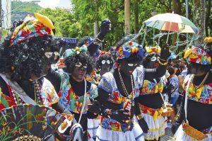Blackface - Fantasias de grupo Domésticas de Luxo teve que ser revista
