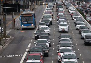 Andar de ônibus também tem suas vantagens - Pista Exclusiva é uma das vantagens
