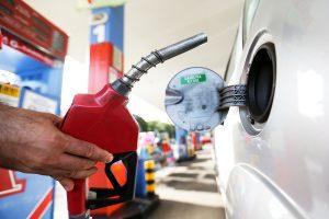 Andar de ônibus também tem suas vantagens - Economia com combustível é uma delas