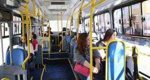 Andar de ônibus também tem suas vantagens. Descubra quais são