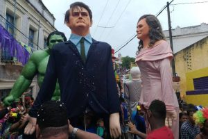 CARNAVAL - Jair e Michelle Bolsonaro como bonecões de Olinda