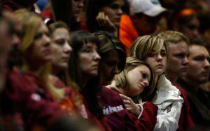 ATAQUES A TIROS - Homenagem às vítimas do ataque a Virgínia Tech